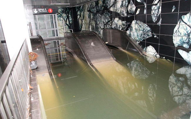 Water iss flooding and covering the whole station